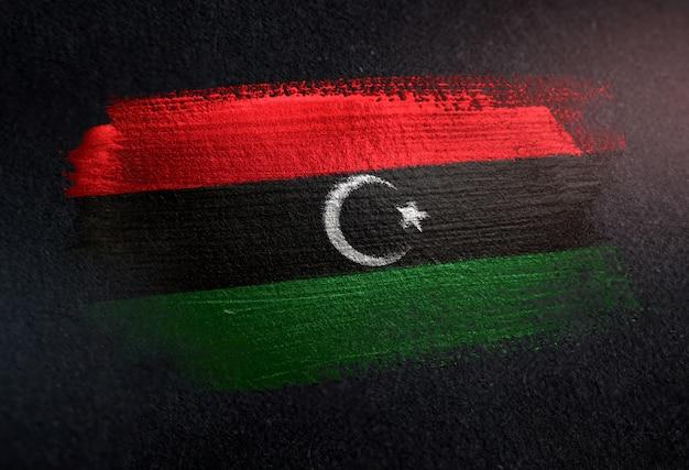 Grunge dark wallのメタリックブラシペイントで作られたリビアの旗