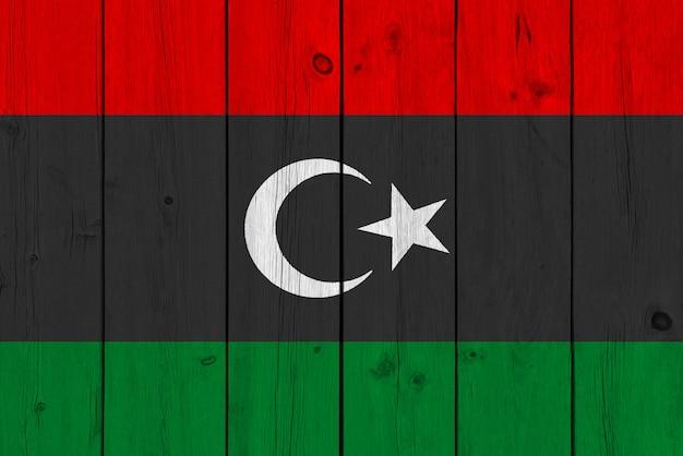 Флаг ливии нарисован на старой деревянной доске