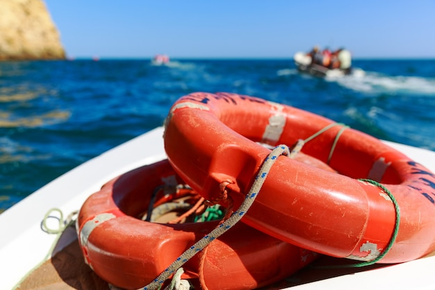 Спасательные круги в море