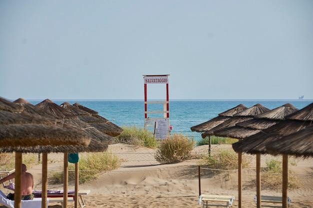 シチリアビーチのライフガードキャビン