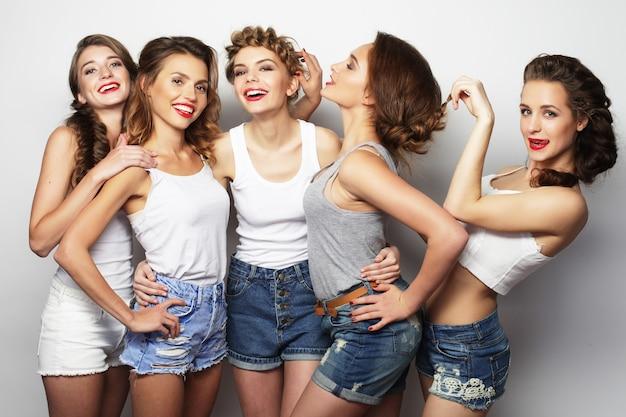 라이프 스타일과 사람 개념 : 다섯 여자 친구 그룹