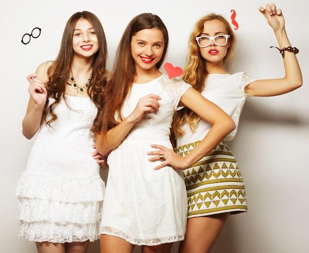 ライフスタイルと人々のコンセプト:パーティーの準備ができているスタイリッシュな女の子の親友。