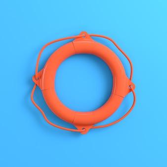 Спасательный круг на ярко-синем фоне