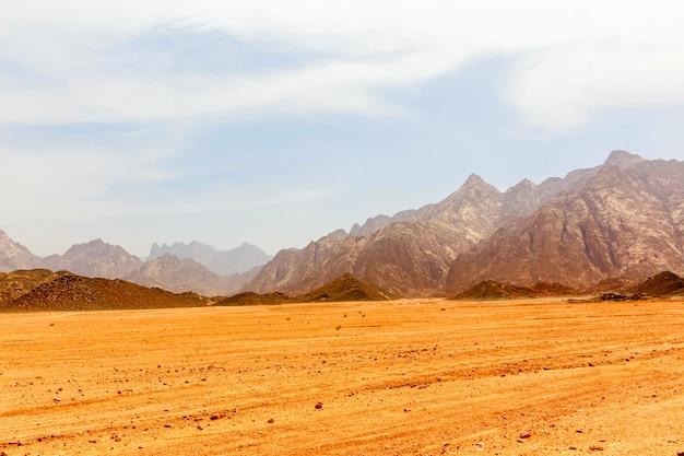 Lifeless hot desert