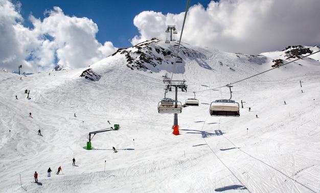 オーストリアのスキーリゾートでリフト