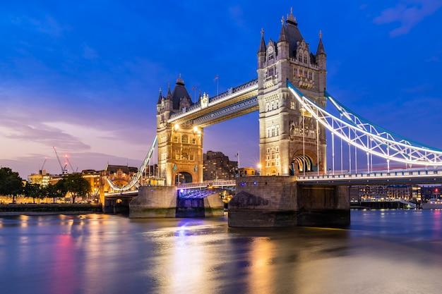 런던 타워 브릿지를 해제