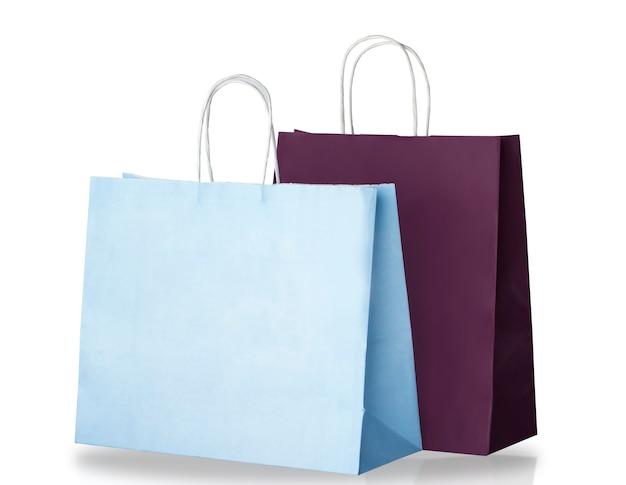 밝은 파란색과 어두운 보라색 종이 쇼핑백 흰색 배경에 고립