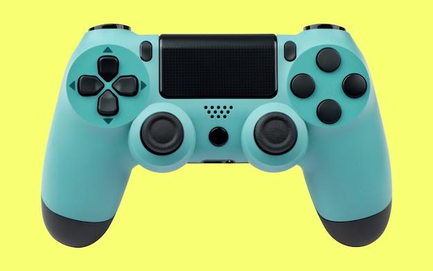 Светло-синий игровой контроллер на желтом фоне
