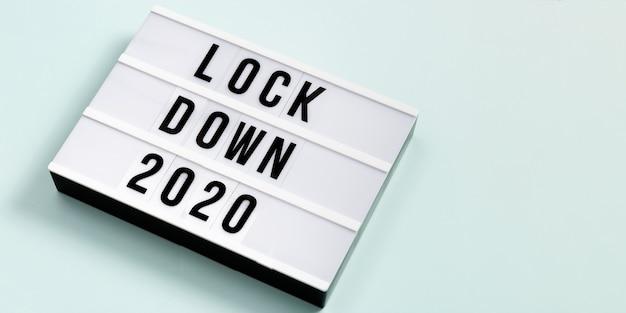 메시지 잠금 2020이있는 라이트 박스.