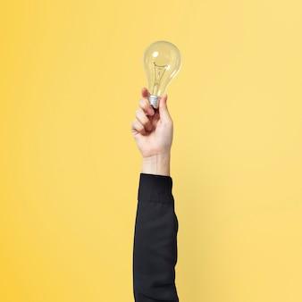 Simbolo di idea imprenditoriale creativa della lampadina tenuto da una mano
