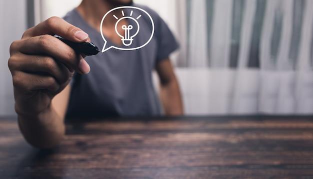 電球のアイコンの概念は、仕事のイラストで新しいアイデアを見つける