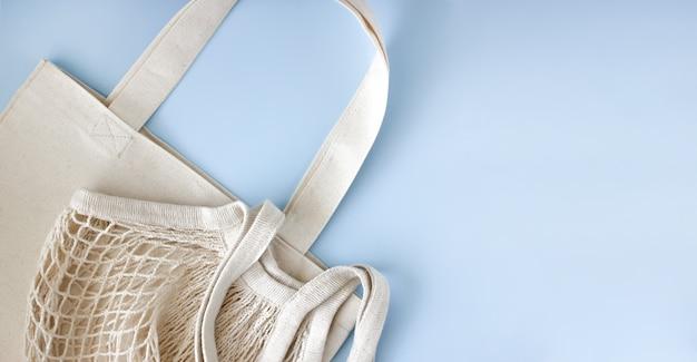 テキストの上面図の青い背景のspaseの軽い綿の再利用可能なバッグ