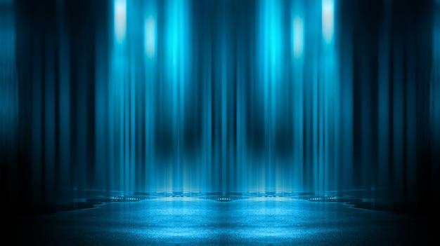 Световой эффект, размытый. мокрый асфальт, ночной вид на город, неоновые отражения на бетонном полу