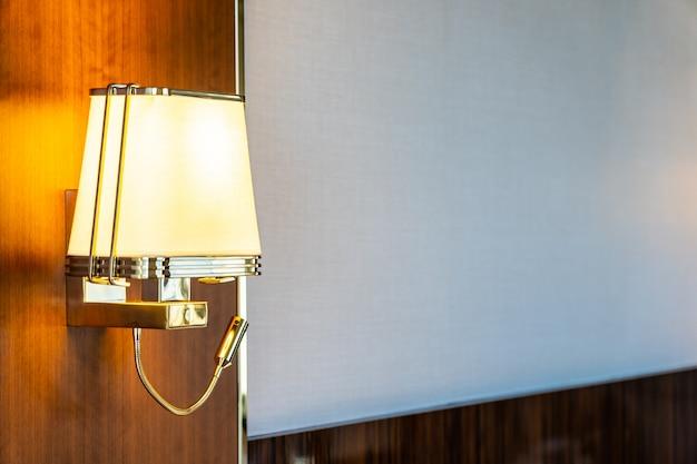방에 램프 장식