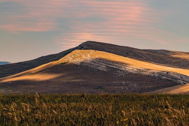 山の光のパターン