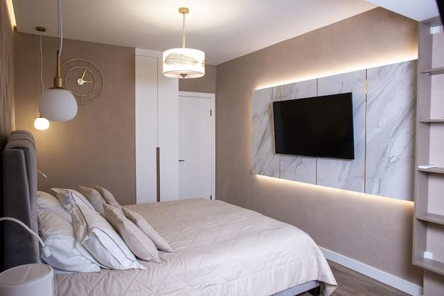Легкий стильный дизайн интерьера в спальне.