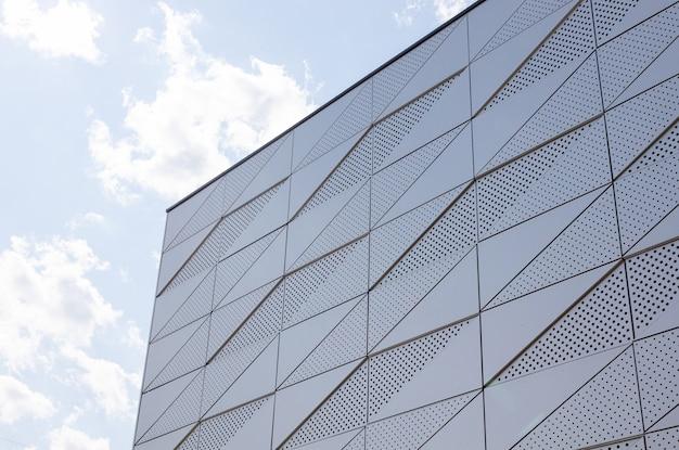 둥근 구멍이있는 매끄러운 벽의 가벼운 표면