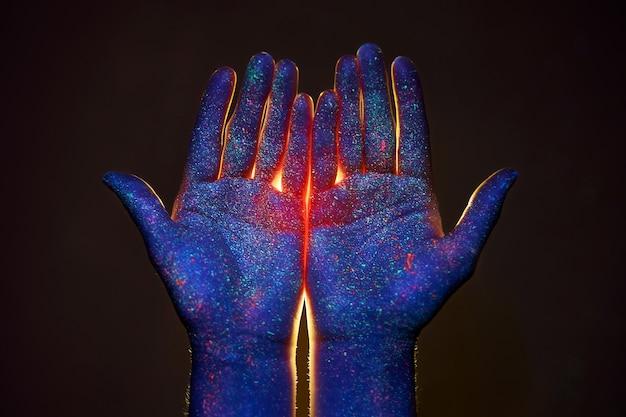 紫外線、神、そして宗教の中であなたの手のひらを通して光を当ててください。手の指を通して神の光、預言者ムハンマド