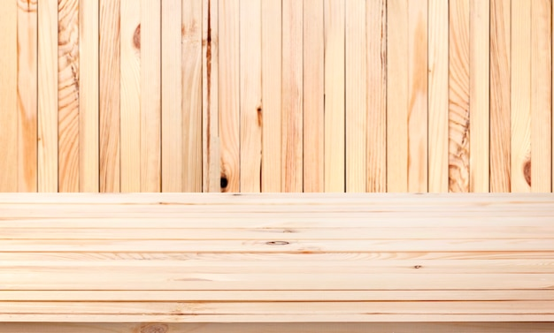 Легкий деревянный стол