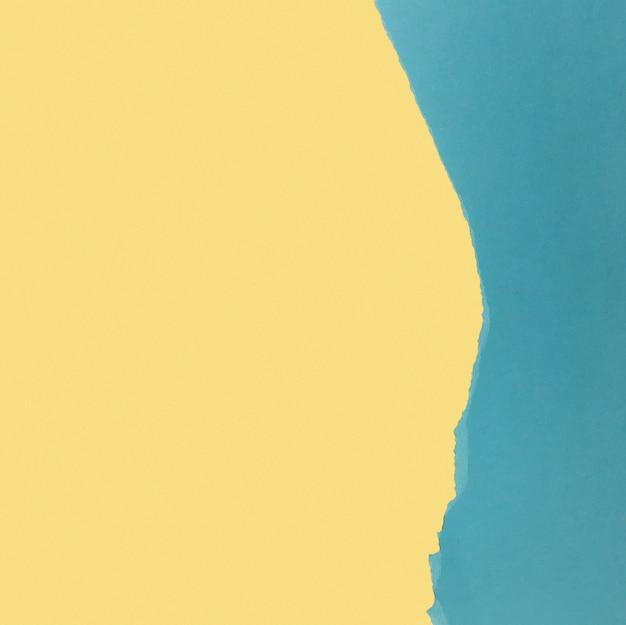 淡い黄色と青の紙のコピースペース