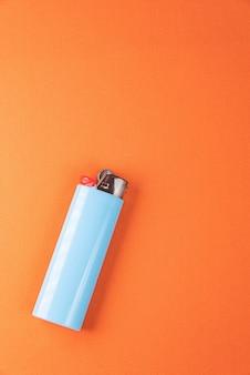 주황색 배경의 라이터 - 매크로 세부 사항