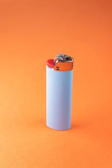 オレンジ色のライター