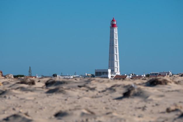 Маяк на острове кулатра в риа-формоза.