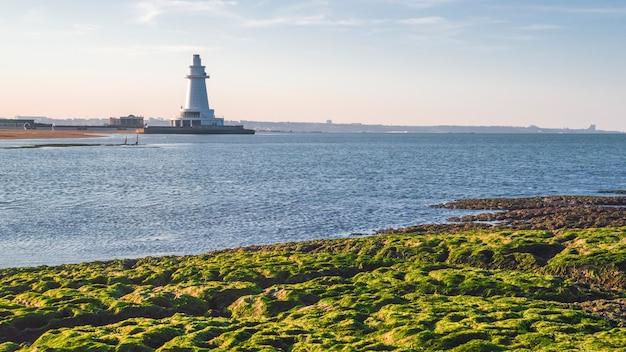 海岸の灯台、航海