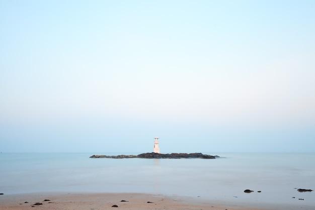 長いシャッタースピードで撮影した灯台