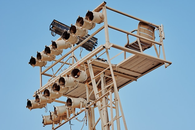 Осветительное оборудование для концертов под открытым небом. установка точечных светильников