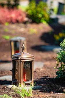 무덤에 불 프리미엄 사진