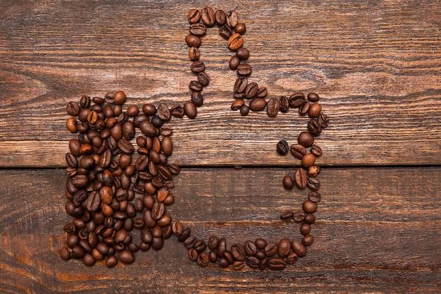 Как жест из кофейных зерен. любовь к кофе, высокое качество, одобрение, концепция социальных сетей
