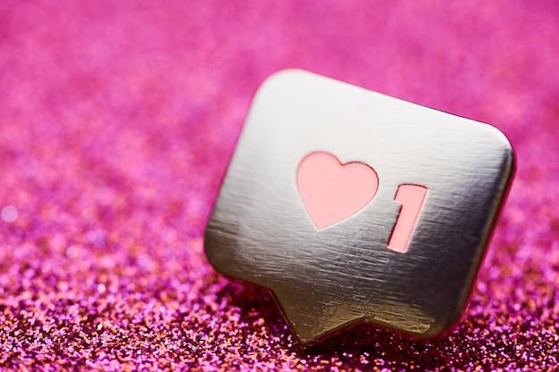 Как символ сердца. как кнопка знака, символ с сердцем и одной цифрой. маркетинг в социальных сетях.