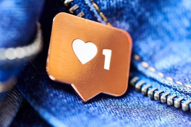 Like heart symbol on pendant