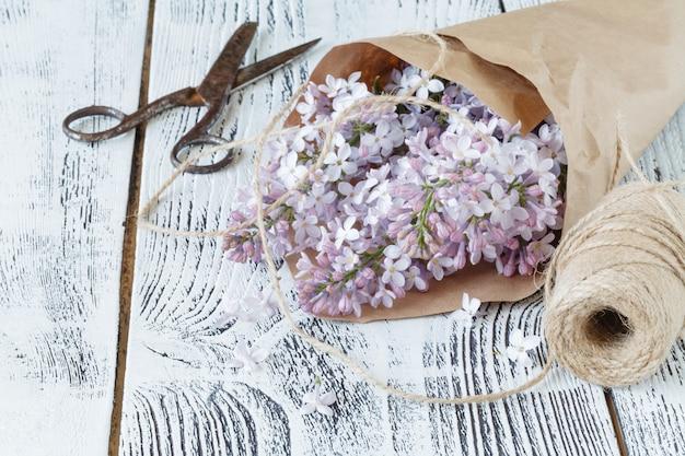 Сиреневые цветы в подарок