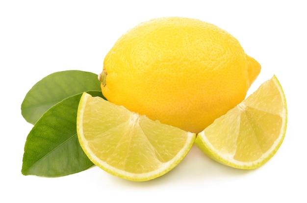 白い背景の上のライムとレモン