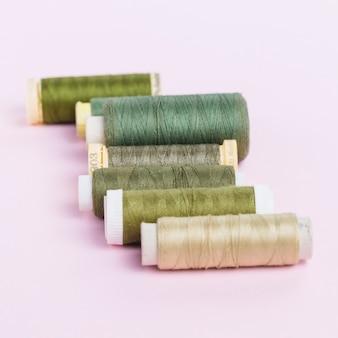 Linea di bobine di filo verde