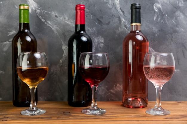 와인 병과 와인 잔의 라인
