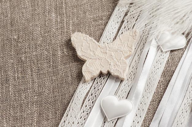 Льняной текстиль с белой бабочкой