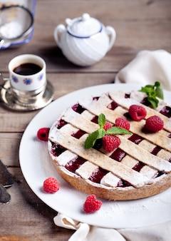 Пирог linzer со свежей малиной