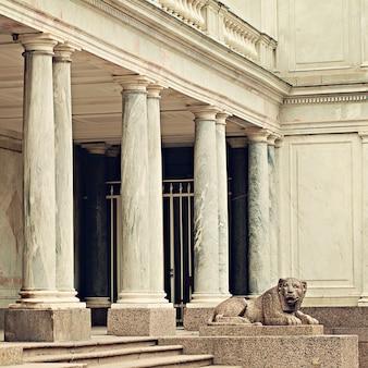 Lion in peterhof. saint petersburg russia