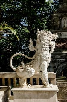 태국 사원에서 사자 동상