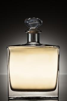 Ликер в квадратной бутылке