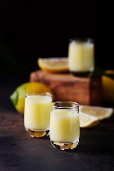 Liquore with lemon and cream