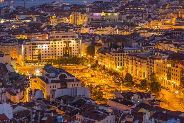 リスボン市のパノラマスカイライン夕暮れ、ポルトガル