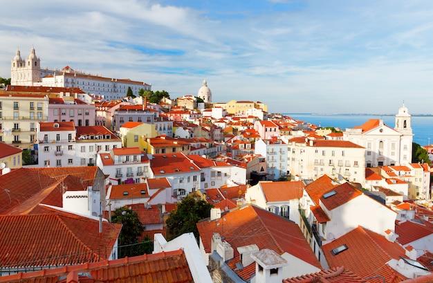 Городской пейзаж лиссабона, вид на старый город алфама, португалия