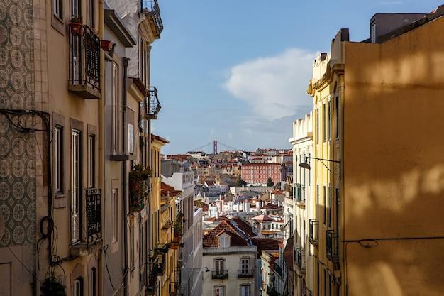 Городской пейзаж лиссабона, вид на старый город португалии.