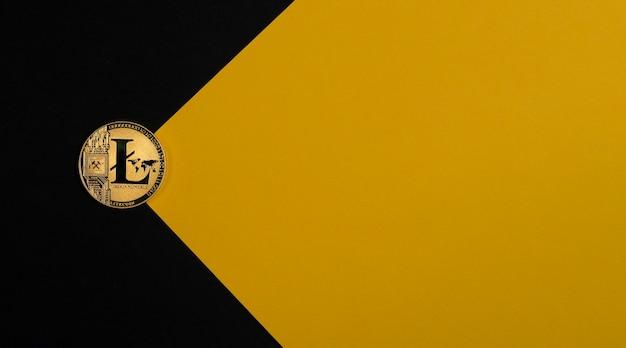 コピースペース暗号通貨と暗号投資を備えた黒と黄色の背景にライトコインゴールデンコイン...