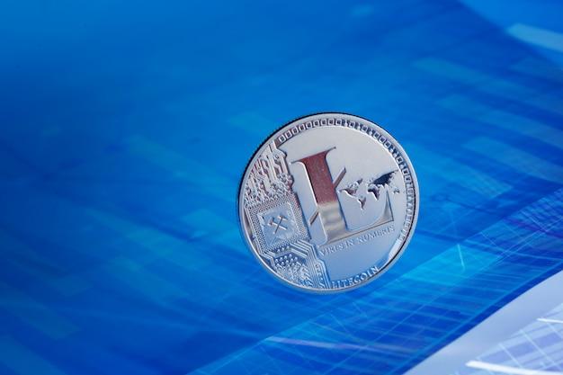 Litecoin на голубой абстрактной предпосылке финансов. биткойн криптовалюта