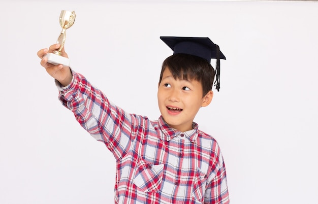 컵 트로피 학생 우승자 소년과 작은 아시아 소년